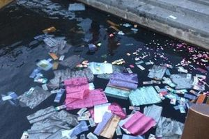 Chủ tịch tỉnh Thừa Thiên – Huế yêu cầu xử lý hành vi rải vàng mã trên sông Hương