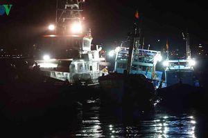 Xuyên đêm cứu nạn 16 ngư dân trên 2 tàu cá gần quần đảo Hoàng Sa