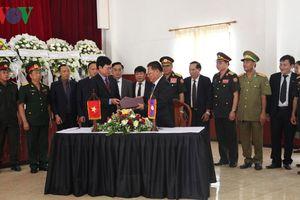 Truy điệu, tiễn đưa hài cốt liệt sĩ Việt Nam hy sinh tại Lào về nước