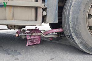 Va chạm với xe đầu kéo, một học sinh lớp 6 chết thảm