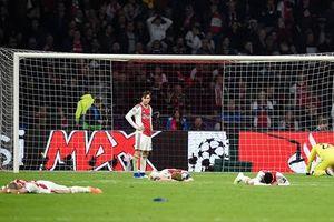 Dàn sao trẻ Ajax gục xuống sân như ngả rạ sau khi bị loại nghiệt ngã