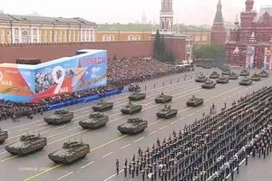 Dàn vũ khí uy lực của Nga rầm rập duyệt binh trong Ngày chiến thắng