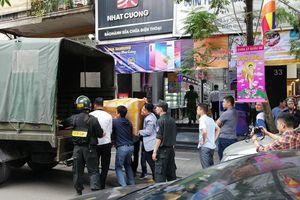 Cảnh sát khám xét hệ thống cửa hàng Nhật Cường mobile