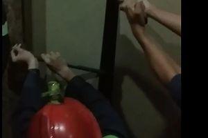 Giải cứu 8 người già mắc kẹt trong thang máy khách sạn