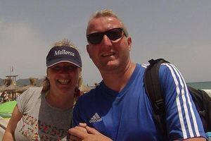 Chi gần 700 USD du lịch, cặp vợ chồng bị mắc kẹt ở khách sạn đầy rác