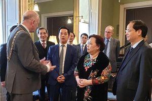 Chủ tịch HĐND TP Nguyễn Thị Bích Ngọc thăm, làm việc tại Cộng hòa Ireland và Vương quốc Anh