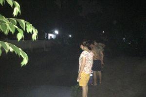 Tìm kiếm xuyên đêm 2 học sinh bị nước cuốn trôi do mưa lớn