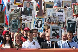Tổng thống Nga dự diễu hành Binh đoàn Bất tử ở Moscow