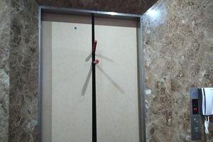 Giải cứu 8 người bị mắc kẹt trong thang máy ở huyện Hóc Môn