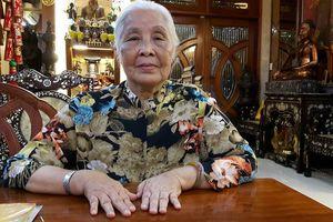Nữ cựu binh mang bẹ chuối, lục bình xuất ngoại