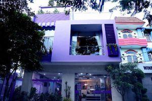 Ngôi nhà gần triệu đô màu tím của nam danh hài U70 vừa bị bắt vì đánh bạc