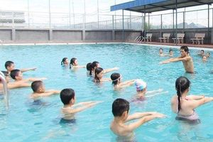 Hàng loạt vụ học sinh đuối nước thương tâm: Tại sao trường học chưa có môn bơi?