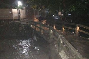 Băng qua đường có nước chảy siết, 2 thanh niên bị nước cuốn mất tích ở Đồng Nai