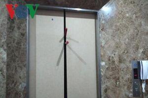 Giải cứu 8 người mắc kẹt trong thang máy khách sạn ở TP HCM