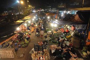 Đề nghị truy tố Tổ trưởng tổ bốc dỡ hàng hóa chợ Long Biên cưỡng đoạt tiền tiểu thương