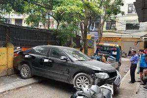 Phút xe Toyota Camry cán chết người khi lùi trong ngõ