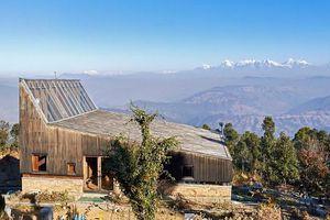 'Đột nhập' ngôi nhà gỗ trên núi có hình dáng kỳ dị