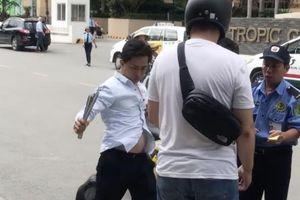 Tài xế taxi rút côn đòi đánh khách Nhật: Có thể bị xử phạt thế nào?
