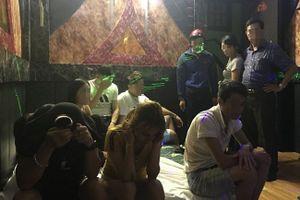 Huế: Đột kích nhà nghỉ, phát hiện 17 nam nữ thanh niên đang 'thác loạn' ma túy