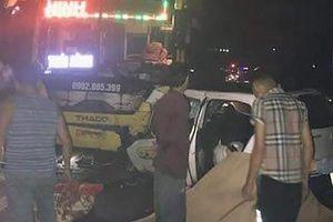 Taxi đấu đầu xe khách trong đêm, 3 người chết, 2 người bị thương