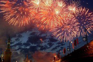 Pháo hoa thắp sáng bầu trời Moscow mừng ngày Chiến thắng