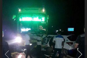 Xe khách đấu đầu taxi ở Quảng Ninh, 3 người tử vong tại chỗ