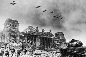 Cuộc đời Adolf Hitler – Tên tội phạm chiến tranh (phần 8)