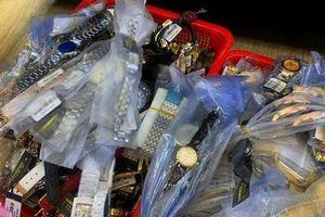 Công an điều tra vụ hơn 3.000 đồng hồ giả hiệu Rolex, Patek Philippe
