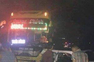 Taxi đâm trực diện xe khách, 5 người thương vong trong đêm