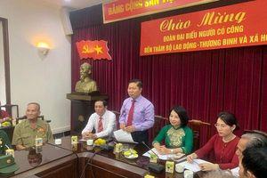 Thứ trưởng Lê Tấn Dũng tiếp Đoàn đại biểu Người có công tỉnh Cà Mau