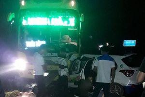 Taxi mất lái đấu đầu xe khách, 3 người tử vong trên QL18