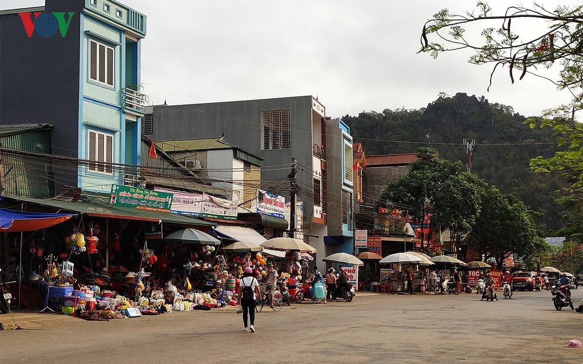 Lấn chiếm vỉa hè ở Sơn La: Có hay không chuyện 'bán' chỗ ngồi?