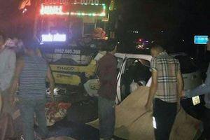 Taxi tông trực diện xe khách, 3 người chết ở Quảng Ninh