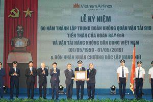 Thủ tướng Nguyễn Xuân Phúc trao Huân chương Độc lập hạng Nhì cho Đoàn bay 919