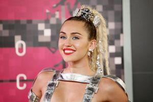 Mẹ đỡ đầu tài năng của 'ngựa chứng' Miley Cyrus