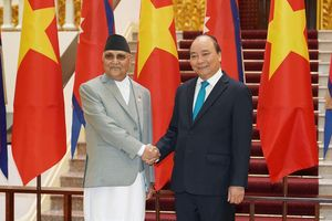 Thủ tướng Nguyễn Xuân Phúc đón Thủ tướng Nepal