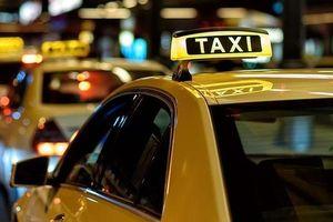 Grab phản ứng thế nào về quy định 'phải gắn hộp đèn trên nóc xe'?