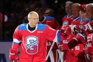 Tổng thống Putin 'lăn xả' hết mình trên sân khúc côn cầu