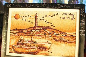 Đấu giá bức tranh gạo Hải Đăng Mũi Kê Gà cho 'ươm mầm tương lai'