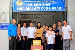 TP. Long Xuyên trao 4 căn nhà và khánh thành Trạm Y tế phường Mỹ Thới