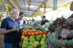 Cuba kiểm soát mua bán thực phẩm đối phó với trừng phạt của Mỹ
