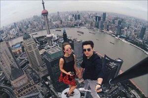 Cặp phượt thủ liều mạng chỉ để chụp ảnh selfie câu like