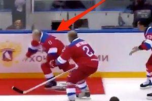 Tổng thống Putin ngã khi ăn mừng chiến thắng trên sân khúc côn cầu