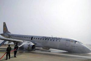 Máy bay chở khách hạ cánh bằng mũi ở Myanmar