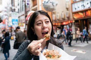 Đằng sau lệnh cấm 'vừa đi vừa ăn' tại nhiều thành phố nổi tiếng
