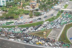 TP.HCM: 'Làn sóng xanh' giúp xe từ sân bay về Q.1 không dính đèn đỏ