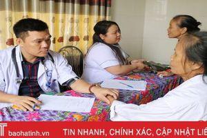 400 người dân được khám, phân loại khuyết tật và cấp thuốc miễn phí