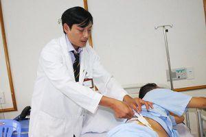 Lần đầu tiên mổ nội soi cắt khối u thượng thận