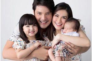 Ảnh gia đình 'mỹ nhân đẹp nhất Philippines' gây chú ý trên mạng