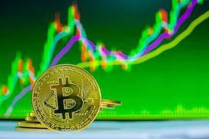 Giá bitcoin tăng kỷ lục, vượt ngưỡng 7.000 USD